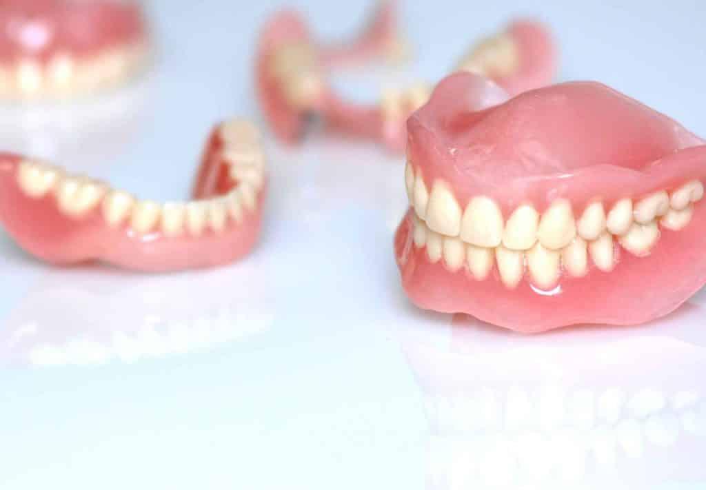 مراقبت از دندان مصنوعی